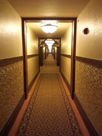 Villas at Disney's Wilderness Lodge: Hallway in DVC Lodge