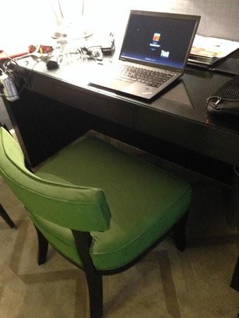 Melrose Georgetown Hotel: This is NOT a desk chair