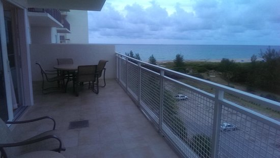 Marriott's Oceana Palms: Balcony view from suite in building closest to the street