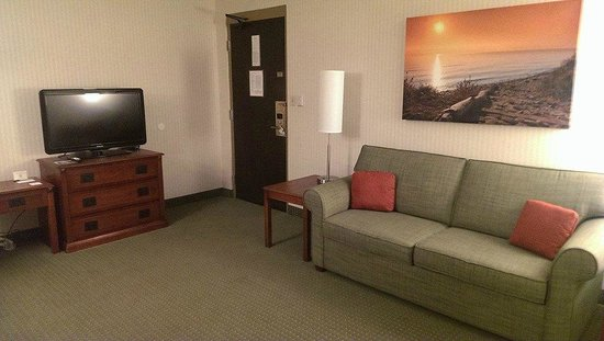 Country Inn & Suites By Carlson, Traverse City : Lots of space, comfy couch, nice decor