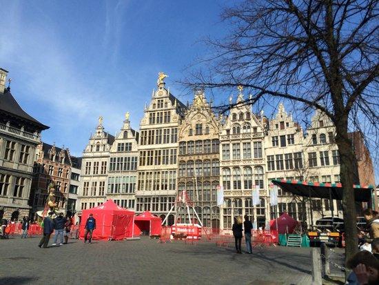 Hilton Antwerp Old Town: Marktplatz nahe Hotel