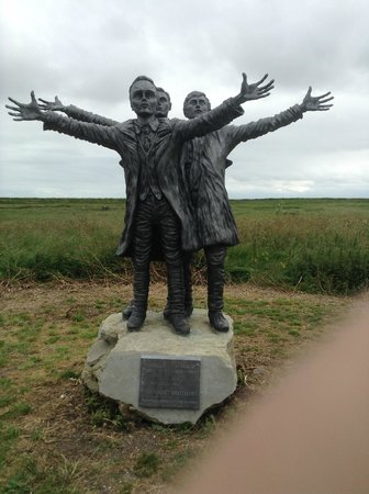 Muswell Manor Holiday Park: The Three SHORT Brothers Statue