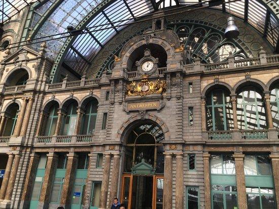 Hilton Antwerp Old Town: Bahnhof , einer der schönsten der Welt