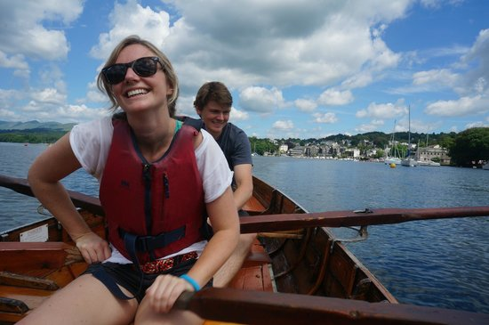 Bowness-on-Windermere, UK: Heading back to shore, and Steve...