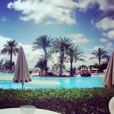 Be Live Family Lanzarote Resort: Poolside