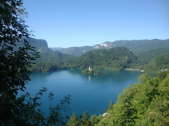 Castillo de Bled: The view from the hidden spot to the right of the main gate