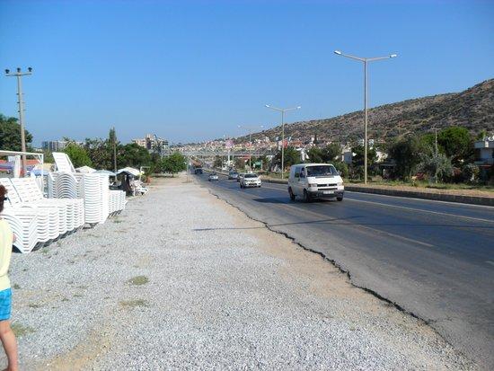 Arora Hotel: la route à la sortie du chemin de l'hôtel
