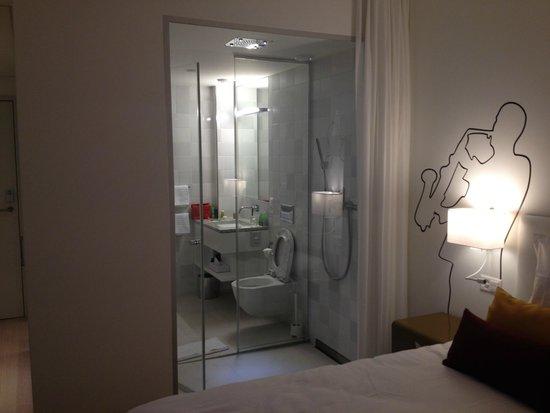 The Passage : Room / Bathroom