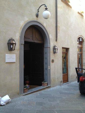 Hotel L'Antico Pozzo: Entry