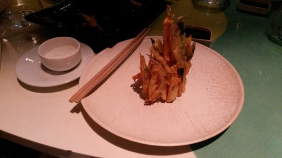 Ikibana Restaurant & Lounge Paralelo: Tempera Veggie Tower