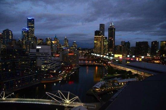 Hilton Melbourne South Wharf : almost dark