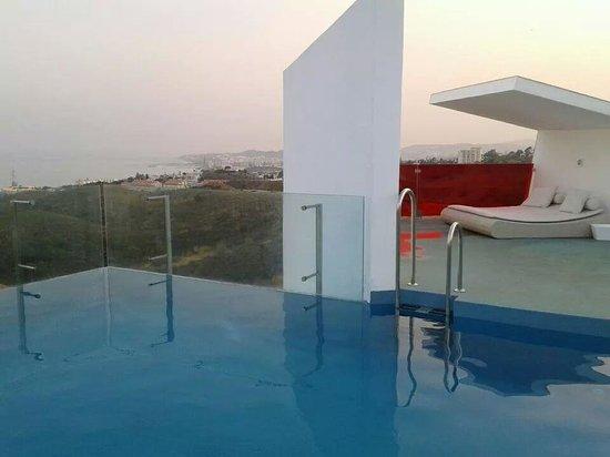 DoubleTree by Hilton Hotel Resort & Spa Reserva del Higueron : piscina en la terraza