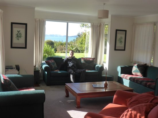 Aroha Island Ecocentre: Kiwi lodge with view of the Keri Keri Inlet