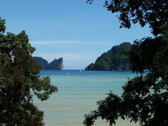 Bay View Resort: La plage en face de l'hôtel