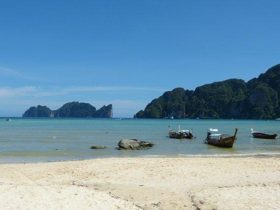 Bay View Resort : La plage en face de l'hôtel