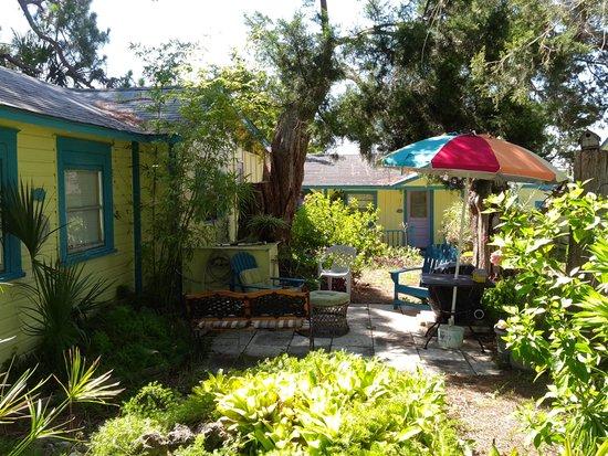 Mermaids Landing: Cottage 9 patio