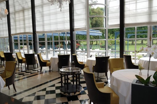 Trianon Palace Versailles, A Waldorf Astoria Hotel : one of the restaurants