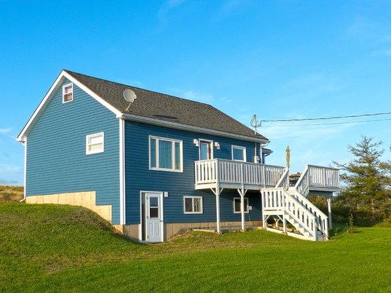 Reid's Century Farm Tourist Home: Bay Vista Cottage