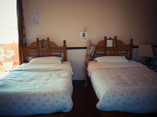 Hotel Harasar Haveli: Two Twin Beds (Typical)