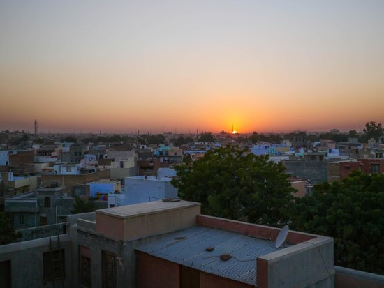 Hotel Harasar Haveli: Watching Sunset over Bikaner from our room