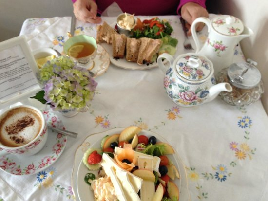 Lilly's Tea Room: Salad, sandwiches, pot of tea and cappuchino