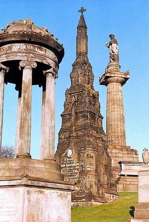 Glasgow Youth Hostel: Glasgow's ancient Necropolis