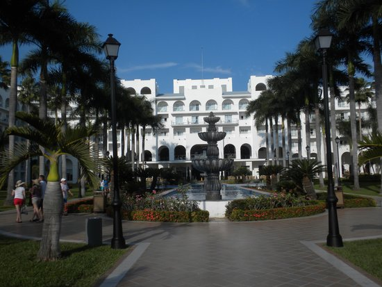 ClubHotel RIU Jalisco: hotel grounds