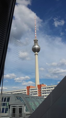 Hotel Alexander Plaza Berlin : View of the Fernsehturm from our room