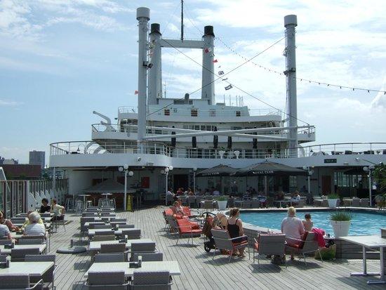 SS Rotterdam: Promenade deck and bar