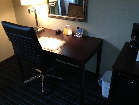 Best Western Plus Lockport Hotel: Comfortable work area