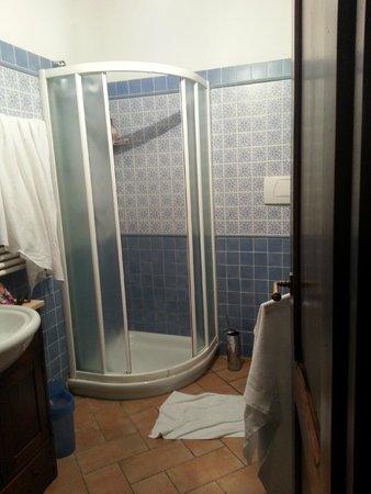 Agriturismo La Colombaia: Banheiro do apto