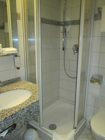 Parkhotel Schloss Hohenfeld: Badezimmer