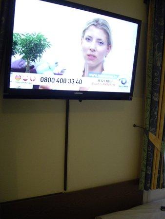 Hotel Konigshof The Arthouse: Телевизор
