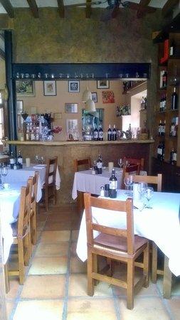 Peperoncino: Bar & seating area