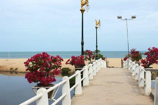Lamai Beach : выход на пляж от одного из отелей
