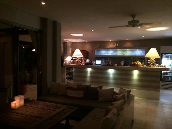 Hotel Jashita: Bar at night- tasty mojitos