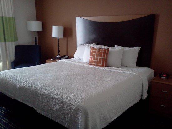 Fairfield Inn & Suites Tampa Fairgrounds / Casino: King Size Room