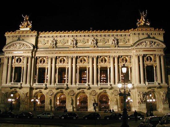 Opéra Garnier : The Opera illuminated at night