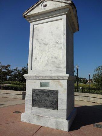 Veterans Memorial Park: WW I Memorial