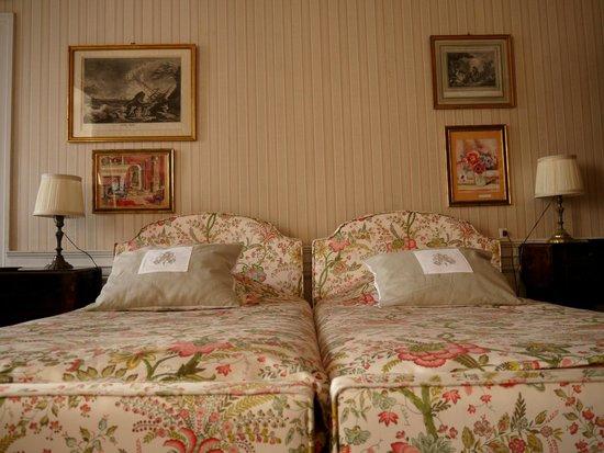 Chateau de Longecourt: La Charles IX chambre lit doube