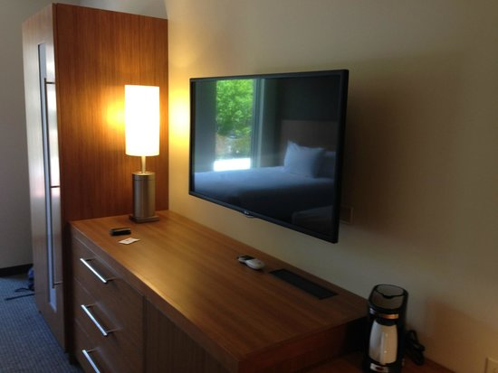 Hyatt Place Portland - Old Port: Flat screen TV that swivels so you can watch it from anywhere in the room