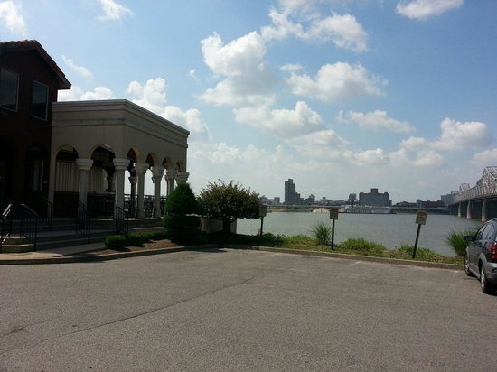 Rocky's Sub Pub : Beautiful votes of Louisville and the Ohio river!
