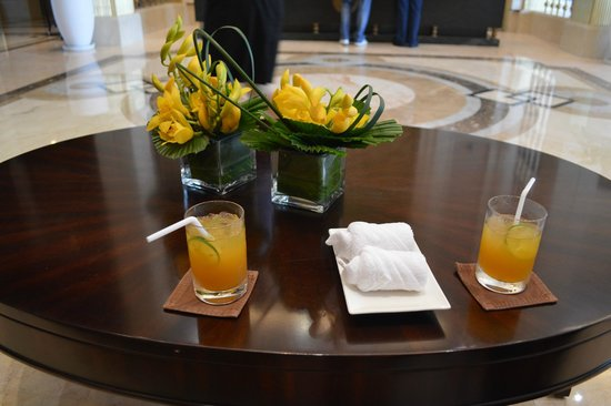 Vinpearl Da Nang Resort & Villas : Cold towels and passion fruit juice during check in