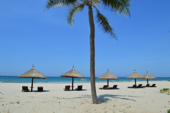 Vinpearl Da Nang Resort & Villas : The beach in front of the hotel