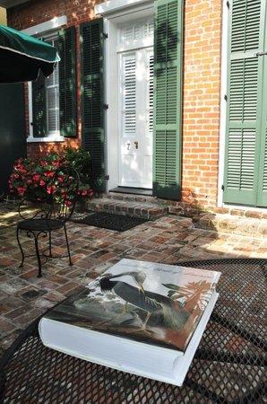 Audubon Cottages: Patio outside cottage 7
