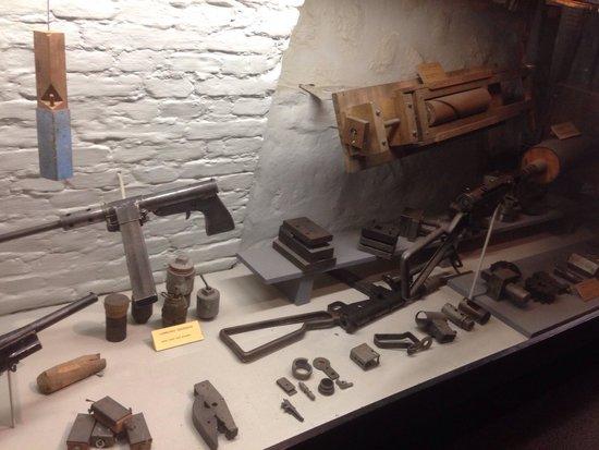 Musée de la résistance norvégienne (Norges Hjemmefront Museum) : Ammunition and hand fire weapons