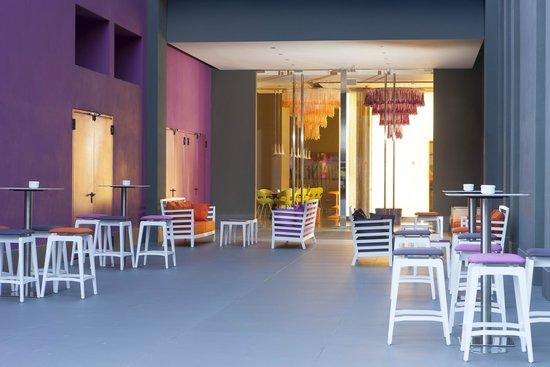 nhow Milano: Lounge Entrance