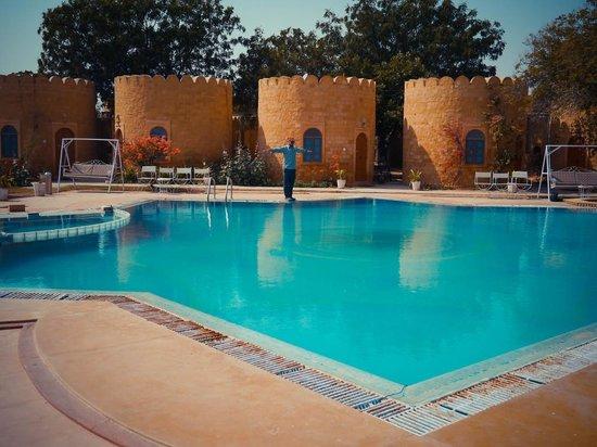 Himmatgarh Palace : Huge Pool