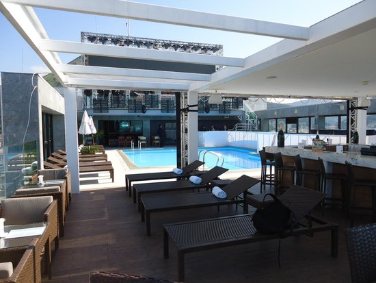 Pestana Rio Atlantica: Deck bar e piscina