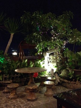 Duc Vuong Hotel: Rooftop bar!